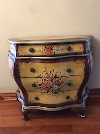Antique floral wooden 4 drawer chest Vaudreuil-Dorion, J7V