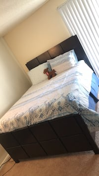 Queen Bedframe Set (Mattress and Box Spring included) Hampton, 23669