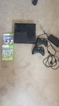 Xbox 360 console with controller and game case Fairfax, 22030