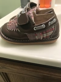 Brown shoes size 7 toddlers