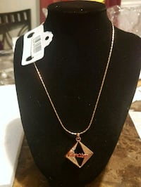 NEW, CARTTER Gold-colored pendant necklace  London, N6K 2X6