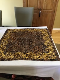 black and gold scarf 100 silk Gatineau, J8T 5H9