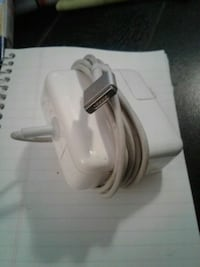 Apple MacBook book charger