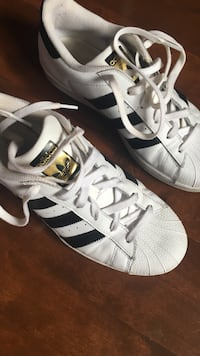 pair of white-and-black Adidas Superstar Laval, H7K