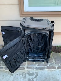 3 piece Disney traveling luggage. Luggage is still in good condition. No broken zippers or wheel   San Francisco, 94105
