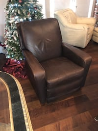 Excellent condition Laz Boy recliner  2283 mi