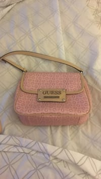 Real guess crossbody- new - pick up binbrook only!!! Serious inquiries!!! Hamilton, L0R 1C0