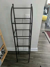wire frame shelf thing Herndon, 20171