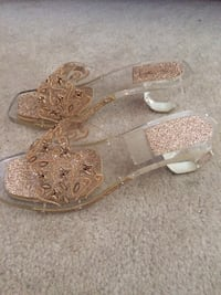 Beautiful party gold sandals Sammamish, 98075