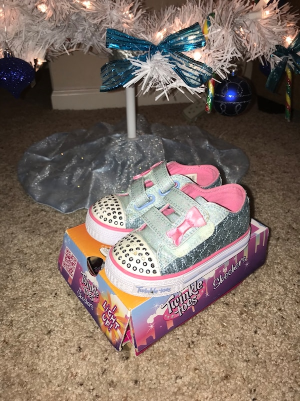 Sketchers twinkle toes size 6 shoes. Like new