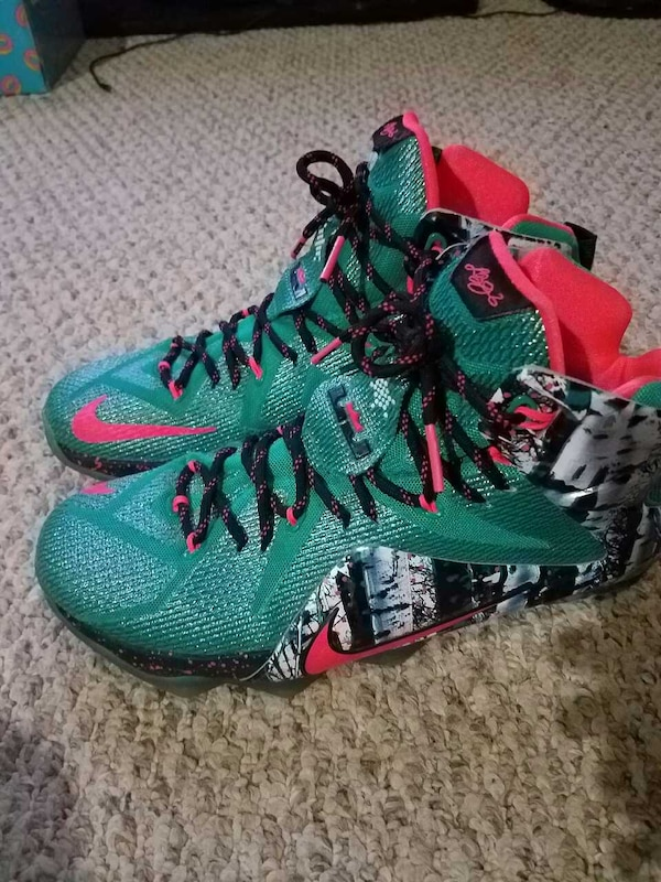 competitive price 2254a 5199f LEBRON 12 XMAS