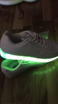 unpaired black and green Nike low-top sneaker Edmonton, T6J 3V5