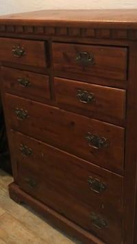 brown wooden 5-drawer dresser 855 mi
