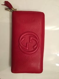 Gucci lamb skin wallet with gold zipper Vancouver, V6B 1X6