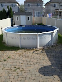 above ground pool, accessories included Laval, H7C 2S6