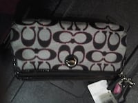 Brand new coach clutch VANCOUVER