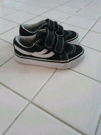 Size 7 black & white sneakers District Heights, 20747
