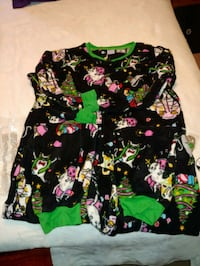 black and multicolored floral long-sleeved shirt 22 mi