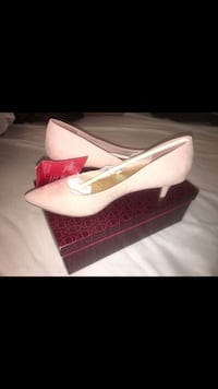 Pair of pink leather pointed-toe pumps size 7.5