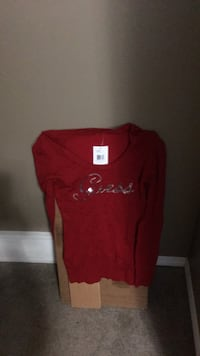 Guess Red crew-neck long-sleeved shirt Calgary, T3K 6K3