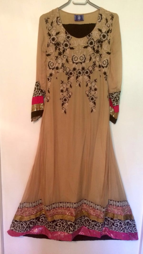Indian party dress - very good condition c0474956-a21f-4335-86d0-7f871cb60035