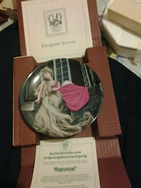 round Rapunzel decorative ceramic plate with box