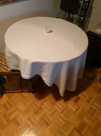 Nice sturdy kitchen table make me an offer  Toronto, M5R 3J1