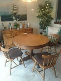 round maple wooden pedestal table with five chairs North Street, 48049