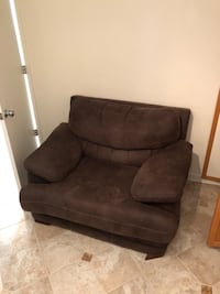 Large Brown Armechair- NEED TO BE PICKED UP ASAP Falls Church, 22046