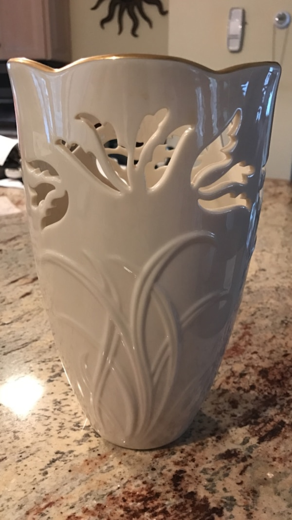 Used Large Lenox Vase With Gold Trim For Sale In Springfield Letgo
