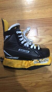 bauer ice skates..... Size 7.5 .... Price is negotiable... Only used Once CLIFTON