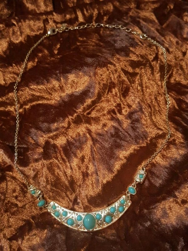 Turquoise and silver necklace 8d0a5094-b978-4c06-b3bb-1610b17ec24c
