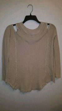 Women's shirt size medium.... porch pick up in Mounds View Mounds View, 55112