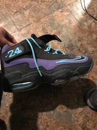 Pair of black-and-purple nike basketball shoes Mission, 78574