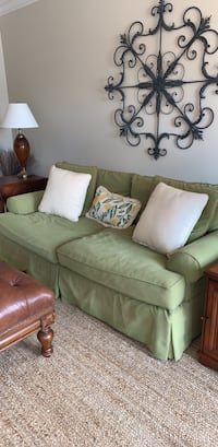 Green couch Glenwood, 21738
