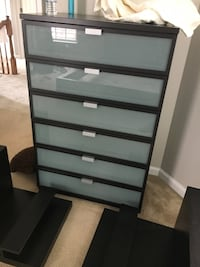 King Size Bed w/ Chester Drawers Woodbridge, 22192