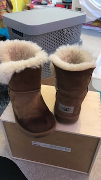Authentic Girls Uggs  Temple Hills, 20748