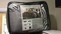 New-luxury 7pc bed in a bag! Paid $140