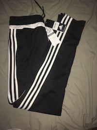 Adidas track pants youth L Vancouver, V5P