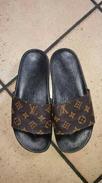 paio di sandali con cinturini in pelle marrone Monogram Louis Vuitton