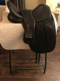 County connection dressage saddle  Montgomery, 60538
