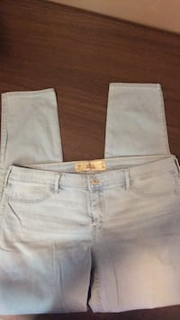 Hollister NWOT size 13R but run a little small Chillicothe, 45601