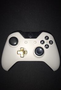 Custom Xbox One Controller w/ rubberized grips (no battery cover) Pitt Meadows, V3Y 1R9