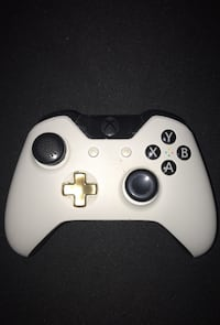 Custom Xbox One Controller w/ rubberized grips (no battery cover)