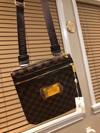 Women's louis vuitton shoulder purse Surrey, V3W