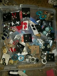 60 pairs of vintage anf new earrings  Fresno, 93704