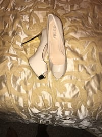 Pair of white guess patent leather peep-toe platform pumps Lutz, 33559