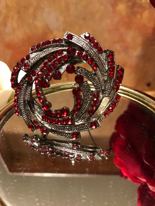 Pretty! Silver Red Ruby Stone Pin/Brooch 3eaf2f5e-fdaa-4855-9ecf-0d69a6cf503a