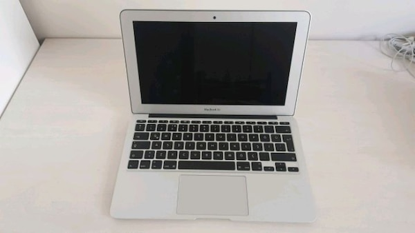 Macbook Air 2015, 11inch 364716b2-7e8f-4fba-9c59-7269782a0ee9