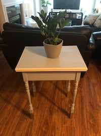 Side table/occasional table
